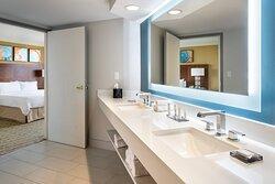 One Bedroom Suite Captiva Tower Resort View - Bathroom