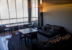 Hotel raíz, Salón Mirador