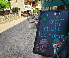 Home made ice cream with local products and mutch love!