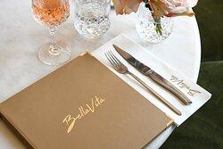 Bella Vita 🌸 134 RN10, Coignières  Infos & réservations : www.bellavita-paris.com