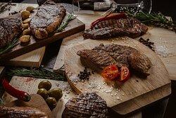 """Steak Day — страшный сон вегана 😁  Ему мы и не предлагаем! А вот тебе, ценителю сочных стейков дарим скидку 50% на любой стейк из нашего меню 😉  Успей забронировать столик, мы уже запустили наш уникальный """"Хоспер"""", подготовили самые сочные куски и готовы их поджарить!  Адрес: Тверь, Желябова, 1 Телефон: +7 (4822) 75-02-20 Сайт: tver.harats.com"""