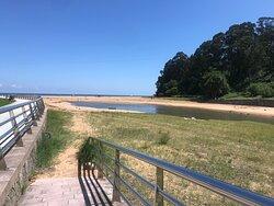 Aquí, con la desembocadura del río. Por cierto, que hay un buen camping