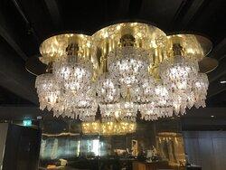 Ljuskrona i receptionen