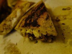 Kebab Monteleprino. Una schiacciata fenomenale con all'interno un mix a sorpresa veramente strabiliante.