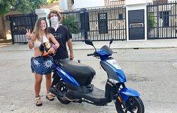 Viajeros felices a punto de emprender un nuevo viaje!  En Motorent Santa Marta encuentras las mejores motos del Caribe.
