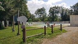 Espace piscine chauffée et jeux