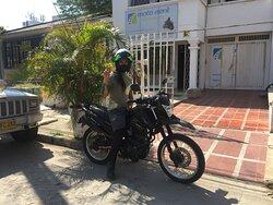 Viajando con estilo!!  Visitanos en Motorent Santa Marta.
