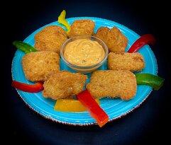 Alaska Fish Nuggets: bocconcini di merluzzo pastellati serviti con salsa mille isole