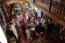 Visita guiada diaria en Úbeda. En la biblioteca del palacio renacentista Vela de los Cobos www.visitasguiadasubedaybaeza.com
