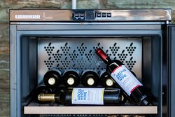 απολαύστε το κρασί σας στο εστιατόριο Zoga