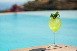 απολαύστε το ποτό σας στο bar του Zoga