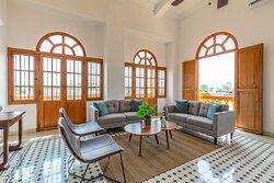 Sala - Apartamento Dos Habitaciones con Balcón y  Vista a la Piscina