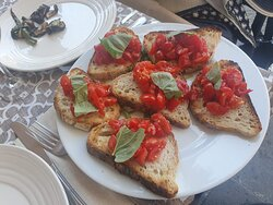 Bruscetta di Pomodoro 🍅 e Basilico
