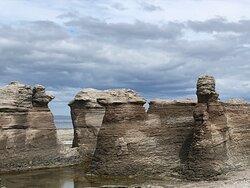 Île Nue, monolithes
