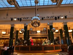 Hotel for young executives with a look-and-feel of the 1920s. Interesting London atmosphere. 4 floors of club lounge and spa.