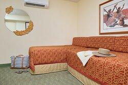 1 Bedroom Studio 1 Queen 2 Twin Bed-1