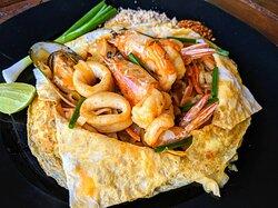 Noodle: Seafood Pad Thai - ผัดไทยทะเล 🇹🇭🍝