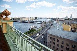 Вид на Неву с террасы отеля новых клубных номеров на 7 этаже