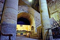 Abbaye de Saint Victor , vue de la crypte  sous l'abbaye Atrium des quatre colonnes //Abbey of Saint Victor, view of the crypt under the abbey Atrium of the four columns