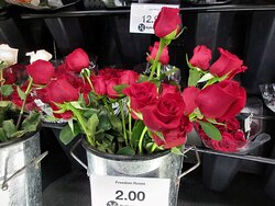Hy-Vee: Roses for Holidays. July 2021