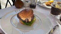 Nebraska Prime Beef Burger with Cheese Bun: Fluffy Puff pastry bun Sauce: Spezial-Ragoutsauce