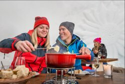 Im Winter heissen wir Sie gerne auch in unserm Fondue-Iglu willkommen