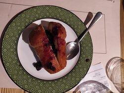 03.07.2021 Alghero, Doppio Malto Nu bbabbà. Babà al Rhum con salsa di mirtilli.