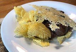 Tacos de Solomillo Salteados con crema de torta de Dehesa, patata rejilla y crujiente de queso curado