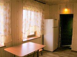 Кухня(22 кв.метра) номера Люкс на третьем этаже в трехэтажном доме. .