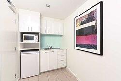adina apartment hotel northbank studio kitchenette