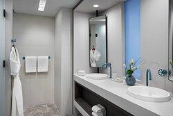 Premium Club King Bathroom