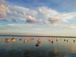 Wie ein Gemälde der Blick auf den See