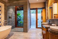 Beach Villa's bathroom