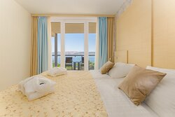 Junior Suite, king bed, sea view
