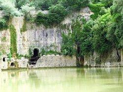 """La diga medievale """"La Para"""" che forma il lago vecchio"""