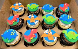 custom dinosaur themed cupcakes with fondant toppers
