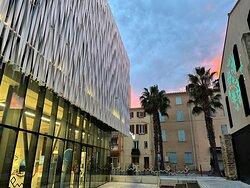 Nous vous accueillons dans un tout nouvel espace d'accueil, à la Maison de l'Eau et de la Méditerranée, face à l'ancien bâtiment pour les habitués...