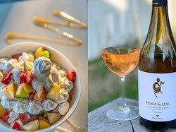 Όταν η ωραία μας πάβλοβα συνάντησε το Hoof & Lur γεννήθηκε ένας μεγάλος καλοκαιρινός έρωτας! Οι γευστικοί δρόμοι που μπορεί να ανοίξει ένα κρασί είναι άπειροι και αξίζει να πειραματιστεί κανείς. Όσο για το ωραίο  ροζέ Hoof & Lur αντιγράφω από τη λίστα μας: Mοσχοφίλερο Wild Ferment, Oινοποιείο Τρουπή, Μαντινεία, Νatural Wine. Aνεπαίσθητα αφρώδες.