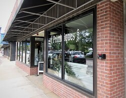 Primitiques -- furniture, home decor and antique shop. Peoria IL, May 2021