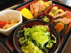 朝食日替わり和定食+曜日で楽しめるセルフメニュー 麺類やカレー・豚汁・ホッキご飯を曜日毎に提供 メニューは変更の可能性もあります。