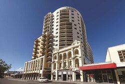 adina apartment hotel perth barrack plaza exterior
