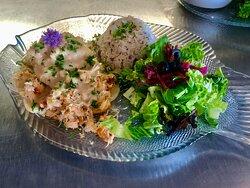 le Feuilleté royal Homard et crabe des neige , sauce bisque et vin blanc