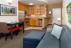 One-Bedroom Corner Suite - Living & Kitchen Area