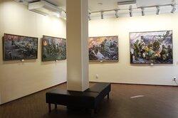 Один из выставочных залов Сибирской мемориальной картинной галереи