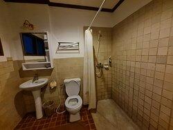 ห้องน้ำในแบบห้องพัก ห้องดีลักซ์ (Deluxe ) ครับ