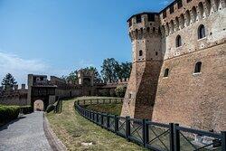 Le mura esterne della Rocca