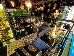 Özel zamanlar için çok özel alana sahip bir mekan  A place with a very special area for special times