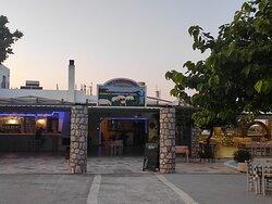 Η είσοδος του Εστιατορίου | The entrance of the restaurant