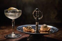Nuestro postre, acompañado de un dry martini.