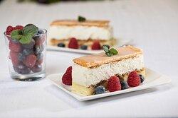 Süße Schnitten, fruchtige Torten, cremige Blechkuchen oder Plundergebäck - komm an unsere THEKE!